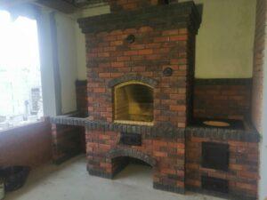 Кухонный комплекс с нишей под раковину, мангалом и варочной панелью